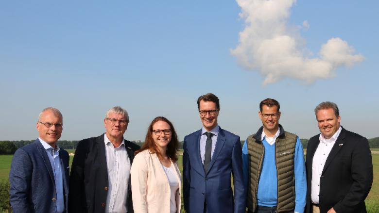 NRW-Landesverkehrsminister Hendrik Wüst informiert sich vor Ort über Rheinquerung Godorf-Niederkassel