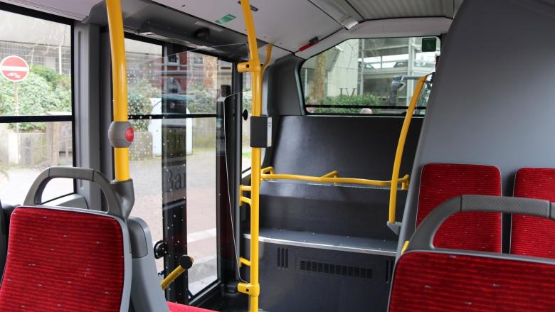 Eine vierte bzw. fünfte Tür am Ende des Busses soll für mehr Ausweichmöglichkeiten und Nutzung der Stehplätze hinten sorgen.