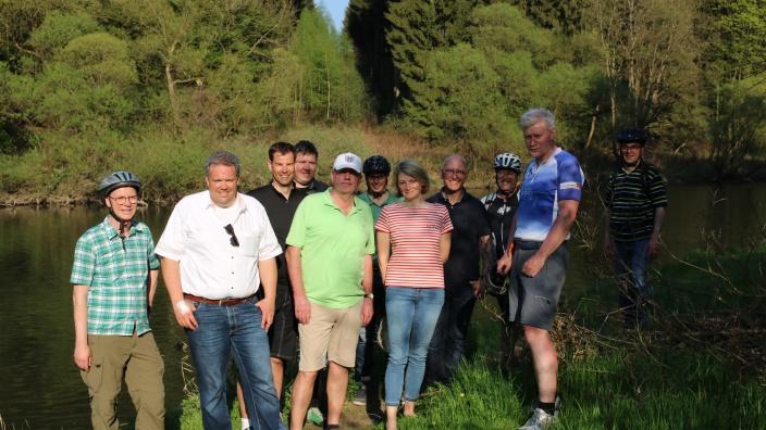 Gruppenbild am geplanten Standort der Radbrücke Dreisel